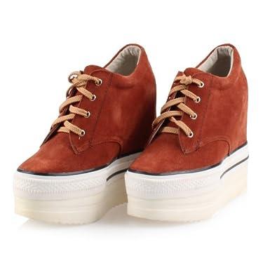 米白色鞋子搭配上衣红色?