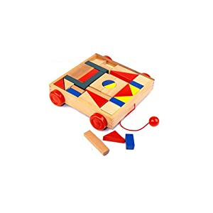 首先让孩子认识积木,了解形状:长方形,方形,三角形,长三角形,圆柱形