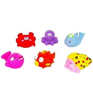 把可爱的六只动物放在宝宝的 游泳池或澡盆里,小动物们漂浮在水面上会